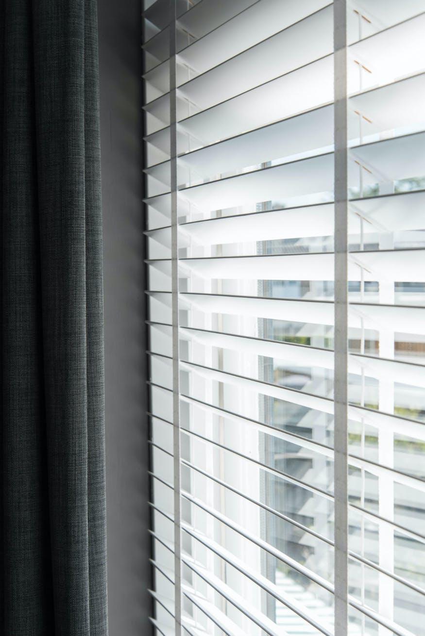 Wonderbaar Creëer rust in de slaapkamer met de juiste raamdecoratie BG-36