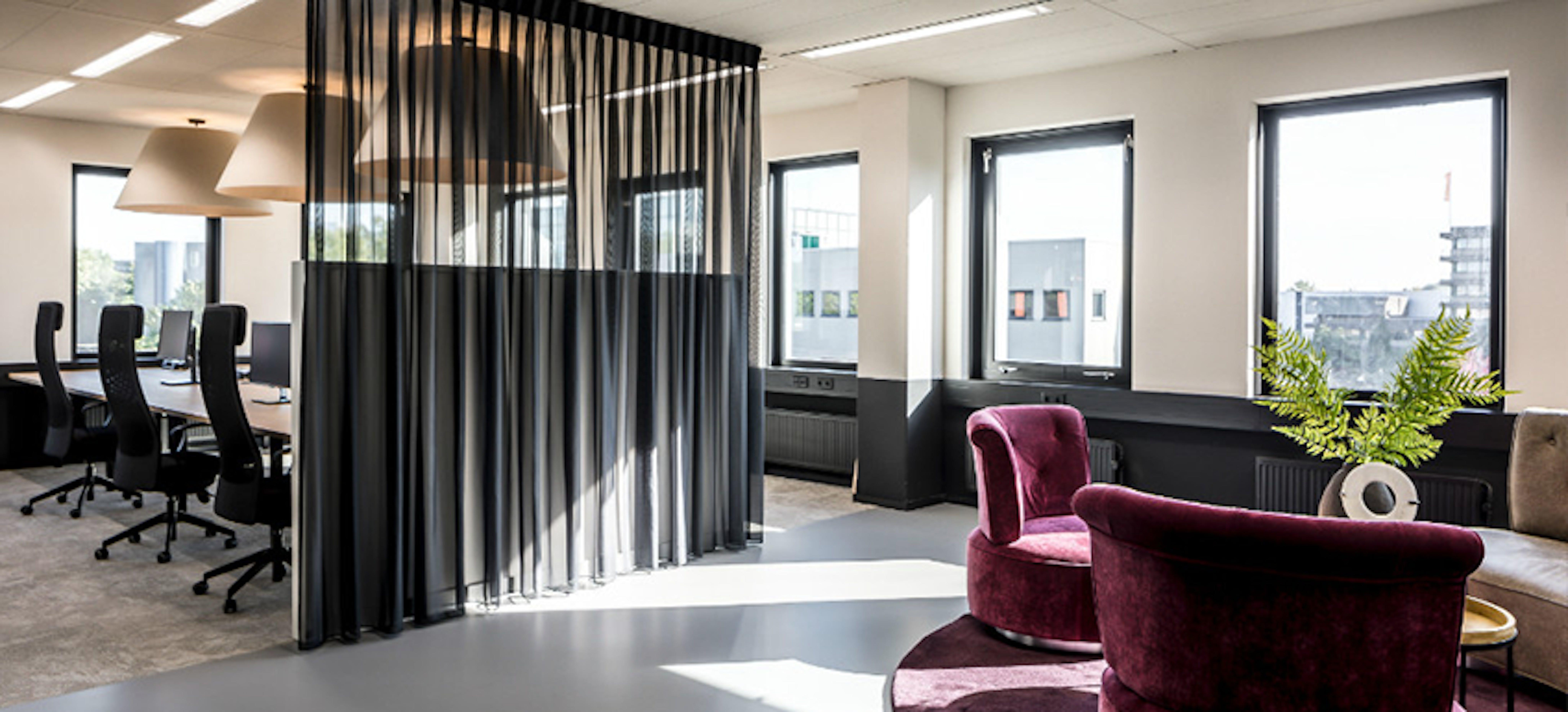 Effectiever vergaderen met de juiste raamdecoratie op kantoor